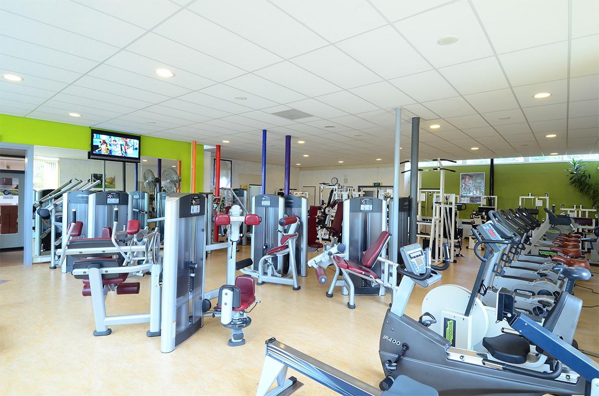 De grote fitnesszaal